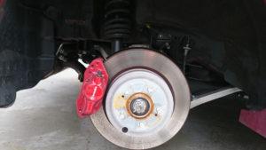 リア側のタイヤを外した