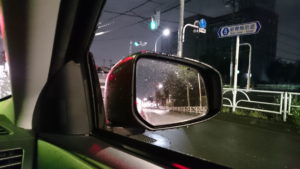 雨の日のサイドミラー、ヒーターON、窓を開けてみてみた