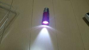 部屋の電気がついている状態でLEDをつけた