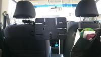 タブレットを後部座席に設置して子供が車の中で飽きないようにする方法