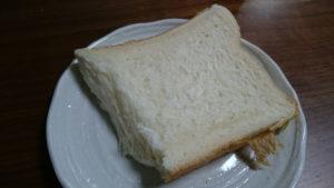 乃が美の生パンをカット