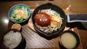 鉄板ハンバーグ定食はお値段1180円