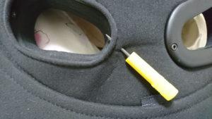 バックレストカバーにネジ用の穴を開ける